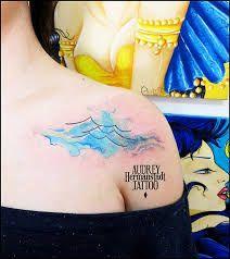 Resultado de imagem para tatuagem praia aquarelada