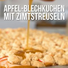 Apple cake with cinnamon crumble- Apfel-Blechkuchen mit Zimtstreusel Apples are simply the ultimate fruit for baking. With these very special Cinnamon crumbles, the cake gets a little better! Easy Cake Recipes, Baking Recipes, Cookie Recipes, Snack Recipes, Snacks, Food Cakes, Cinnamon Crumble, Apple Cinnamon, Pumpkin Spice Cupcakes