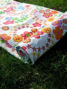 The Cottage Mama : waterproof picnic quilt Fabric Crafts, Sewing Crafts, Sewing Projects, Quilting Projects, Diy Projects To Try, Craft Projects, Craft Ideas, Fun Ideas, Waterproof Picnic Blanket