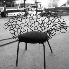 Poltrona Netoia na prototipagem... Ainda faltando  ajustes nos pés. Um projeto de 2009 finalmente saindo do papel... #designbrasileiro #interiordesign  #mobiliario #lattoog #lattavo #moog #lattoogdesign