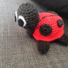 Sangkuffert med hæklede dyr og figurer – Mit hækleunivers Drops Design, Needle Felting, Singing, Beanie, Knitting, Crocheting, Humor, Amigurumi, Velvet