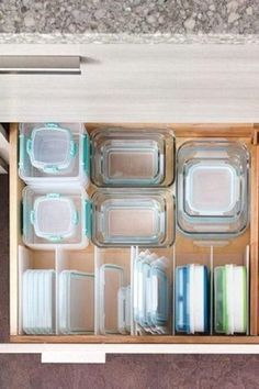 15 Organizing Hacks To Know Now Tupperware Trick - 15 Organizing Hack. - 15 Organizing Hacks To Know Now Tupperware Trick - 15 Organizing Hacks To Know Now - Photos - Organisation Hacks, Organizing Hacks, Diy Organization, Container Organization, Organising, Organizing Kitchen Drawers, Kitchen Drawer Dividers, Deep Drawer Organization, Decluttering Ideas