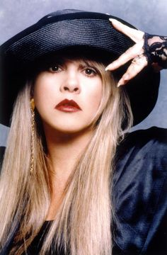 10 Times We All Fell Hopelessly In Love With Rock's Fairy Godmother, Stevie Nicks Lindsey Buckingham, Buckingham Nicks, Meg Ryan, Rachel Green, Drew Barrymore, Members Of Fleetwood Mac, Stephanie Lynn, Gypsy Moon, Stevie Nicks Fleetwood Mac