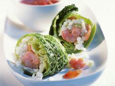 Wirsingrouladen mit Garnelen-Reis-Füllung ist ein Rezept mit frischen Zutaten aus der Kategorie Garnelen. Probieren Sie dieses und weitere Rezepte von EAT SMARTER!                                                                                                                                                                                 Mehr