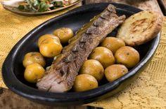 Costillitas de cerdo, famosas en el Restaurante Tipico La Fogata Sutamarchán! Pot Roast, Sausage, Meat, Ethnic Recipes, Food, Gastronomia, Dishes, Food Menu, Restaurants