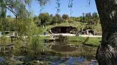 [vidéo] Vivre dans une maison semi-enterrée de Hobbit en Nouvelle Zélande, Underhill par Graham Hannah à Waikato, Nouvelle-Zélande #construiretendance