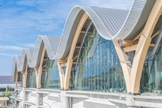 Timber arches support wavy roof of Mactan Cebu International Airport in the Philippines - Architecture Cebu, Roof Design, Facade Design, Timber Architecture, Architecture Design, Richard Rogers, Philippine Architecture, Airport Design, Timber Roof