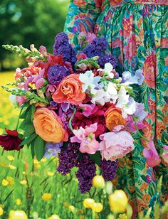 Flower Power Colors, A rainbow in a bouquet! ~ Mary Walds Place - Interview with interior stylist Selina Lake, plus images from her new book Outdoor Living Flower Farm, My Flower, Fresh Flowers, Beautiful Flowers, Beautiful Bouquets, Happy Flowers, Summer Flowers, Beautiful Pictures, Deco Boheme
