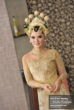 Foto Portrait Pengantin Wanita dgn Baju Kebaya Pengantin Modern Jawa Paes Ageng Jogja by Poetrafoto Wedding Photographer Indonesia, http://portrait.poetrafoto.com/foto-portrait-wanita-dgn-baju-kebaya-pengantin-modern-jawa_467