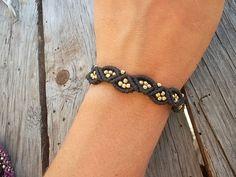 Macrame bracelet made whit resistant waxed thread & brass
