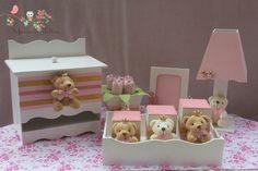 Kit higiene para bebê ursinha princesa contendo: bandeja com 3 potes, abajur, porta fraldas, vaso de tulipas e porta retrato. Fazemos nas cores, tema e a quantidade de peças que o cliente desejar.