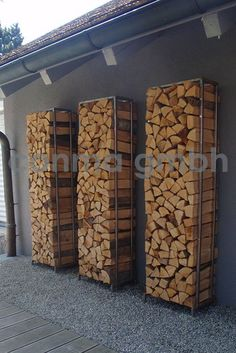 √ Best DIY Outdoor Firewood Rack and Storage Ideas [Images] outdoor firewood rack - Check out these super easy DIY outdoor firewood racks. You can store your wood clean and dry and it allows you to buy wood in bulk, saving you money. Outdoor Firewood Rack, Firewood Storage, Wood Store, Wood Shed, Buy Wood, Modern Wall Decor, Outdoor Projects, Outdoor Living, New Homes