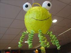 een octopus van een ballon met papier mache