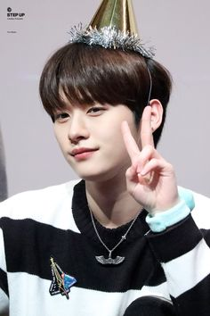 minho lee know stray kids wallpaper Lee Min Ho, Lee Minho Stray Kids, Lee Know Stray Kids, Seungri, Bigbang, K Pop, Kim Woo Jin, Kids Wallpaper, Vixx