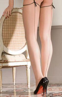 Retrouvez Maison Close Maison Close bas couture voile 20 deniers chair/noir pour porte-jarretelles avec Shoppinity