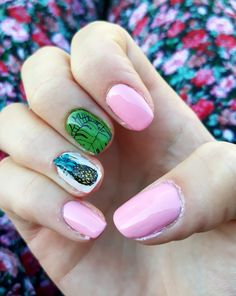 Summer nail. Pineapple and palm leaves.