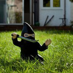 Thumbs Up Ninja Gartenzwerg online kaufen ➜ Bestellen Sie Ninja Gartenzwerg für nur 29,95€ im design3000.de Online Shop - versandkostenfreie Lieferung ab 50€!