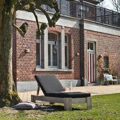 Ligstoel (met kussen) van PURE Wood Design   Markita.nl