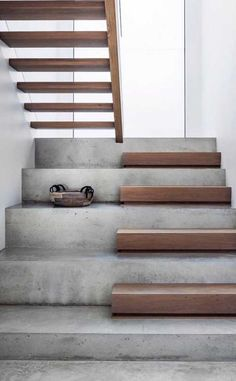 Modern concrete stairs with wooden steps Stairs Ideas Concrete Modern stairs steps wooden Innovative Architecture, Modern Architecture House, Modern House Design, Interior Architecture, Home Stairs Design, Interior Stairs, Home Interior Design, Entry Stairs, House Stairs