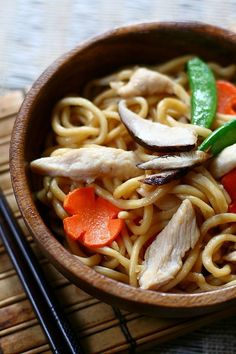 Chicken Lo Mein takes less than 30 minutes to make! #noodles #recipe #chicken