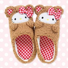 hello kitty slipper...yes i want these! :)