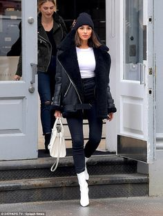 Olivia Culpo turns heads in her monochrome look out shopping in NYC So stylish: The wore a black and white outfit, including snow white ankle boots, when she hit designer Alexander Wang's store on the hunt for shoes Casual Winter Outfits, Winter Fashion Outfits, Look Fashion, Trendy Outfits, Fall Outfits, Autumn Fashion, Womens Fashion, Winter Snow Outfits, Fall Fashion Trends