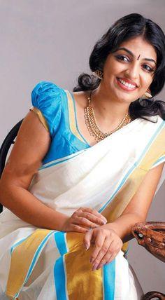 mythilki-mallu-actress-in-kasavu-saree