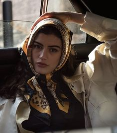 Portrait Photography, Fashion Photography, Head Scarf Tying, Ways To Wear A Scarf, Aesthetic People, Insta Photo Ideas, Scarf Design, Scarf Styles, Look Fashion