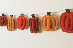 Primitive Thanksgiving Pumpkin Garland  - I could replicate this with felt or scrap fabric in the right colors. I like the rustic feel of it.