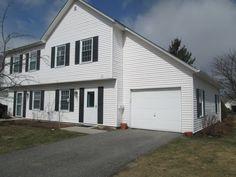 266 Eastview Circle, Unit 266 Williston, Vermont 2 lvls / 2 bed / 1 1/2 bath / 1,271 sq ft $214,900 // $299/month HOA