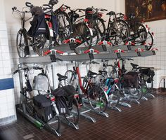 De Vereniging van Eigenaren (VVE) van de Rijnoeverflat in Arnhem heeft voor de gemeenschappelijke fietsenstalling  verschillende Falco fietsparkeersystemen besteld. Stationary, Compact, Bike, Bicycle, Bicycles