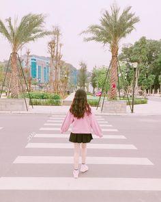JALANKU MASIH PANJANG.... Thinking Pose, Girl Thinking, Korean Photography, Girl Photography, Ulzzang Girl Selca, Cute Girls, Cool Girl, Girl Korea, Foto Casual