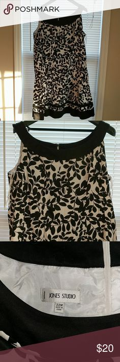 Black and white dress Sleeveless dress with black and white leaf pattern. Skirt flares slightly for flattering fit. Fully lined. Shoulder to hem is 42.5in. 37in from centre neckline to hem Jones New York Dresses