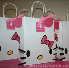 Hello Kitty DIY bags-idea for Kids party Adrienne? Kitty Party, Hello Kitty Birthday Party Ideas, Birthday Kitty, Party Gift Bags, Party Gifts, Party Favors, Anniversaire Hello Kitty, Hello Kitty Themes, Hello Kitty Bag