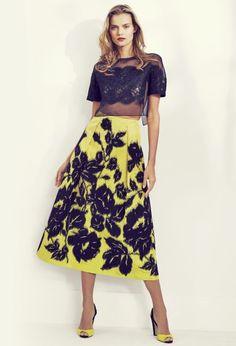 Carolina Herrera combina lo sofisticado con un color ultra llamativo.