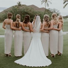 Major bridesmaid inspo here! ⠀ We loved each and every style these ladies requested. They were cohesive yet each was perfectly fitting to their own hair. Bohemian Style Dresses, Bohemian Bride, Veil Hairstyles, Wedding Hairstyles, Hairstyle Ideas, Bridal Braids, Bridal Hair, Maui Weddings, Hawaii Wedding