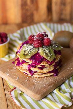 Eating Clean & Flexible Dieting (IIFYM): Coconut Pineapple & Pitaya (dragon fruit) pancakes