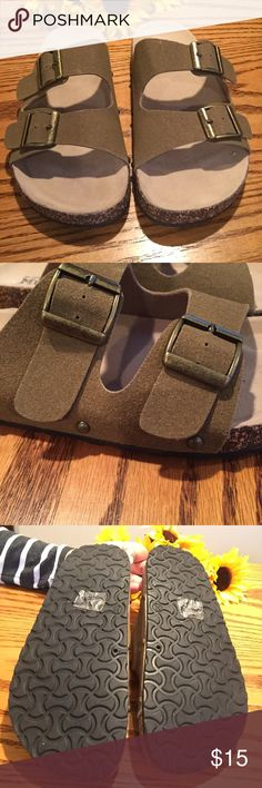 NWOT Mudd Birkenstock style sandals size 7-8 NEw without tags Mudd Birkenstock style sandals. size Medium 7-8 has Faux cork accents Mudd Shoes Sandals