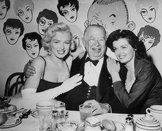 """Marilynmonroevideoarchives: """"Marilyn Monroe e Jane Russell na festa de aniversário de Charles Coburn 1953 Marilyn Monroe Video Archives https://www.youtube.com/user/SGTG77 Marilyn Monroe Site https://www.youtube.com/user/MarilynMonroeSITE"""""""