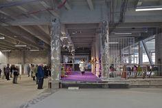 Palais de Tokyo, París. Lugar para la creación contemporánea. Proyecto de reforma por Lacaton & Vassal.Fotografía © Philippe Ruault. Señala encima de la imagen para verla más grande.
