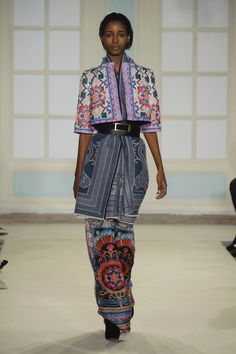 """Temperley's Sexy New Look Is More Than Just Fashion Folklore: Alice Temperley hailed """"the start of a new and exciting era"""" at London Fashion Week today, leading the Temperley girl down a sexier path for Fall Folk Fashion, Fashion Show, Fashion 2014, Classic Fashion, High Fashion, Temperley London Dress, Alice Temperley, Estilo Popular, Fallen London"""