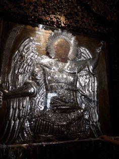 Ένα από τα μεγαλύτερα προσκυνήματα της Δωδεκανήσου με πανελλήνια και πανορθόδοξη ακτινοβολία είναι η Μονή του Ταξιάρχη Μιχαήλ του Πανορμ... Famous Freemasons, Orthodox Christianity, Christian Faith, Religion, Lion Sculpture, Spirituality, Statue, Greece, Angels