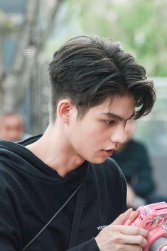 Korean Short Haircut, Asian Man Haircut, Korean Men Hairstyle, Tomboy Hairstyles, Hairstyles Haircuts, Haircuts For Men, Cool Hairstyles, Korea Hair Style Men, Two Block Haircut