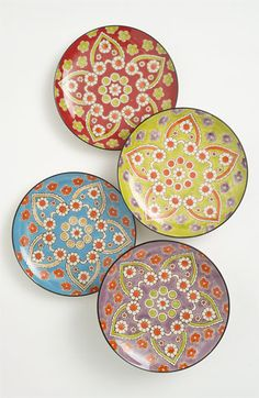 I want plates and bowls just like this!! I will hunt for them when I register for gifts!