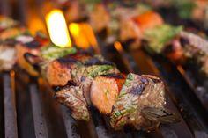 BBQ skewers In Australië is de barbecue heilig. Ze rijgen allerlei ingrediënten aan een stokje en grillen deze boven lekker hete kolen. Hier