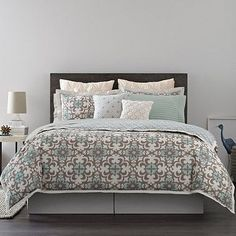 Real Simple® captures the essence of opulence in this Camille Duvet Cover with sophisticated patterns and intricate embroidery trimmed by sleek binding for a truly opulent look. Rich and luxuriously soft in 200 count combed cotton percale.