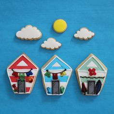 I needed to try out a new cookie recipe and saw a brilliant display of cookie beach huts in the Biscuiteers window the other day. I know summer's on its way out but couldn't resist giving it a go to practice different icing techniques :)