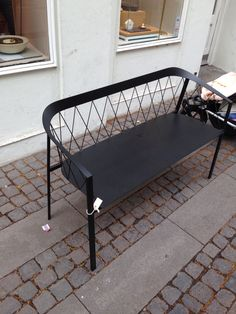 Friends and Founders, sort metal, set hos Stilleben. Our Bench Not. 8.500 kr.