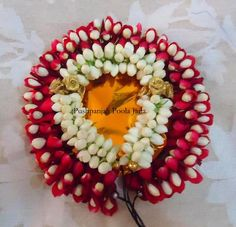Veni or gajra made with real rose petals and real jasmine buds Indian Wedding Flowers, Bridal Flowers, Flowers In Hair, Wedding Mandap, Garland Wedding, Flower Patterns, Flower Designs, Indian Baby Showers, Real Rose Petals
