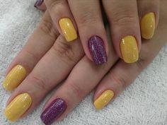 Ousadas, sim, fora de moda, jamais!!! Tudo para suas unhas em: www.lojadeesmaltes.com.br
